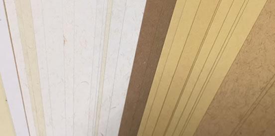 素材となる原紙の風合いや厚みを活かした加工も