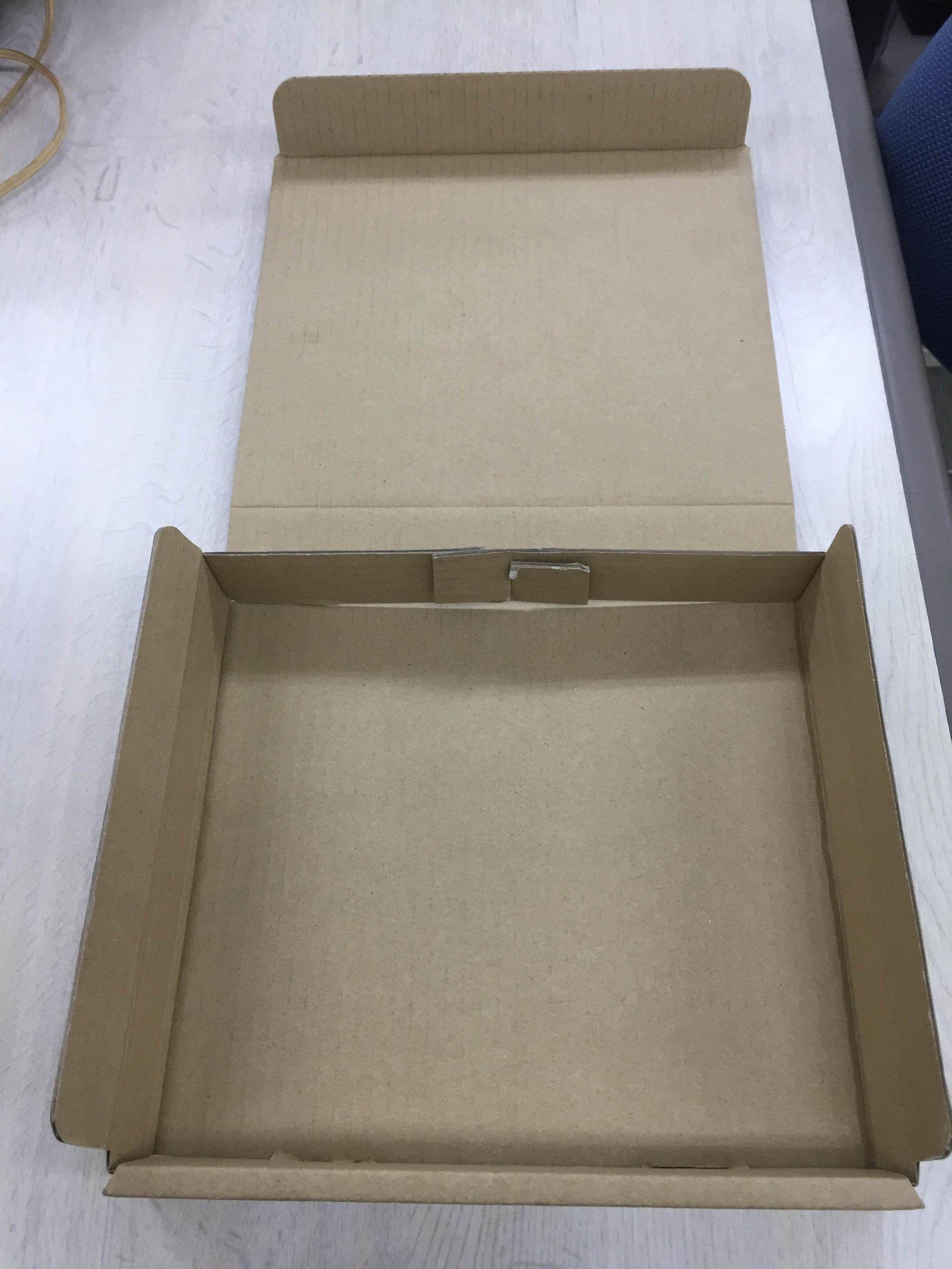 紙箱程ではありませんが、段ボール箱の形状も意外と色々あります